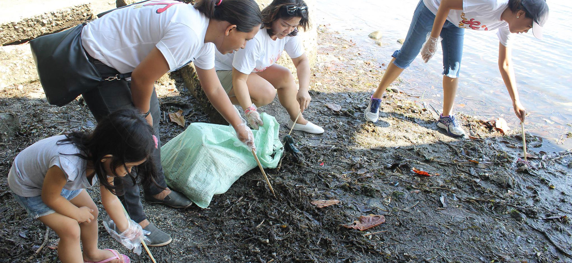 Phoenix Petroleum Participates in coastal clean-up