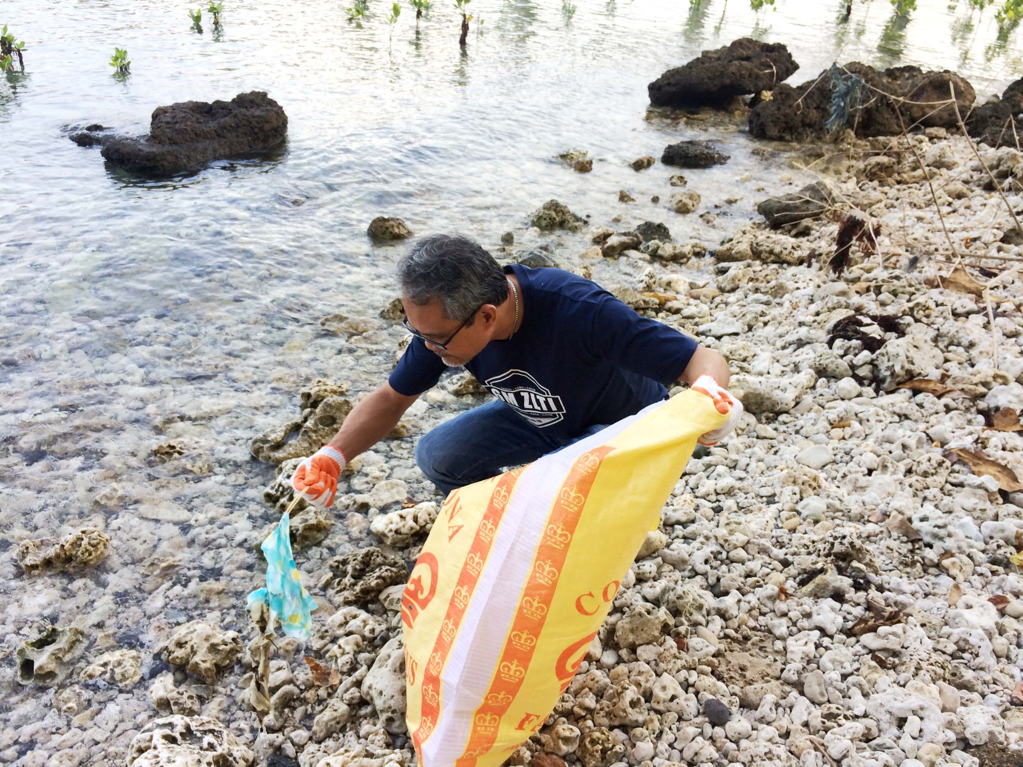 Phoenix Petroleum protects marine life, joins international coastal cleanup day