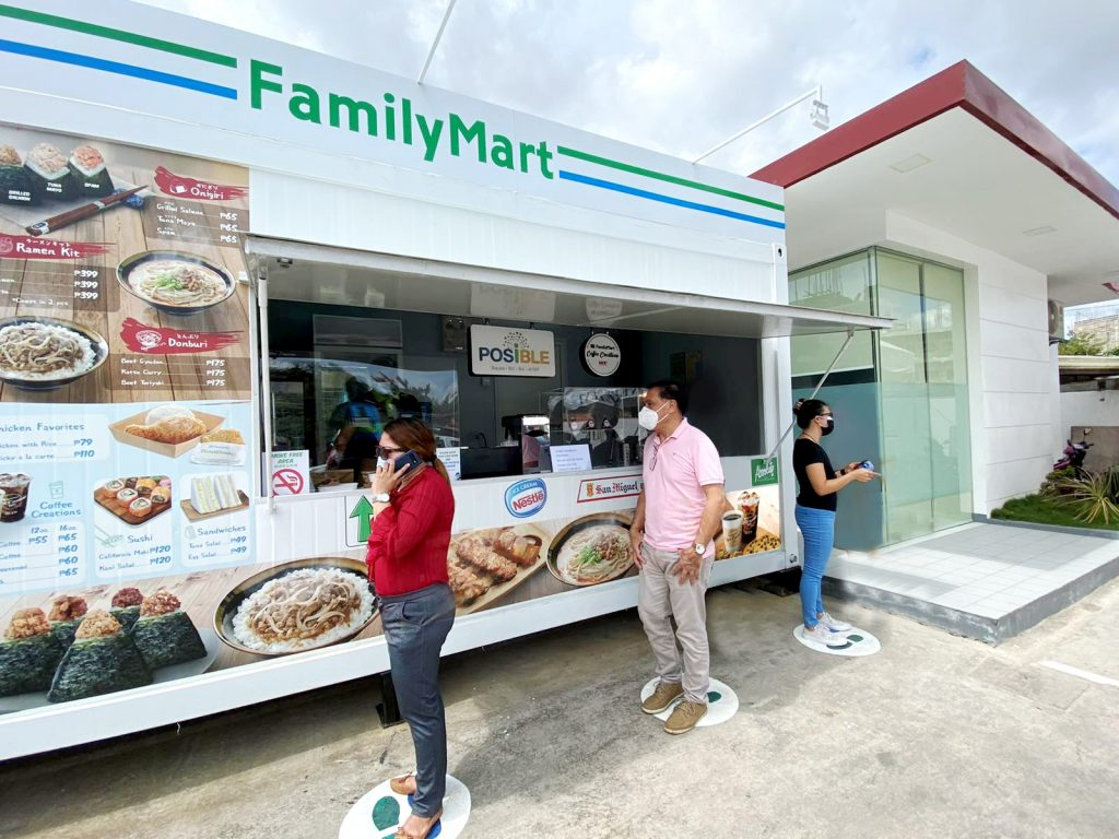Konnichiwa, Bai: FamilyMart Goes to Cebu